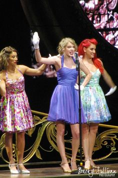 MTA dancer Charity Lynne Baroni (red hair, right) on tour with Taylor Swift.