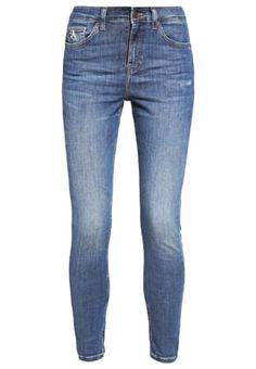 35 Best jeansy images | Dżinsy chłopaka, Dżinsy rurki, Styl