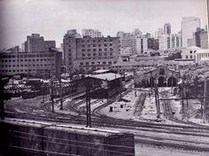 O antigo pátio da Barra Funda, com seus longos desvios, hoje todos inexistentes. Foto de 1978 do livro Leste-Oeste, em busca de uma solução integrada