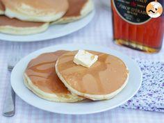 Party pancakes c No Flour Pancakes, Pancakes Easy, Breakfast Pancakes, Breakfast Burritos, Delicious Cake Recipes, Yummy Cakes, Pancake Dessert, American Pancakes, Sweets