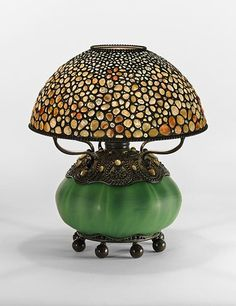 A coleção Warshawsky: <br> Masterworks de Tiffany e design Prewar Stained Glass Lamps, Leaded Glass, Chandeliers, Louis Comfort Tiffany, Glass Installation, Antique Lamps, Antique Lighting, Vintage Lamps, Vintage Decor