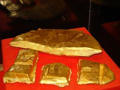 Atocha gold ingot display. (There is a website giving away free gold or silver in one of the ads at www.goldshopper.org) Click on ad and follow through to join for free! #gold bullion #Bullion #Gold #Silver #Platinum #Palladium #Bullion #GoldCoins #Precious #PreciousMetal