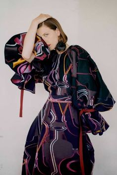 Roksanda Resort 2019 Fashion Show Collection: See the complete Roksanda Resort 2019 collection. Look 33 Lux Fashion, Runway Fashion, Fashion Outfits, Womens Fashion, Fashion Design, Crazy Fashion, Couture Fashion, Winter Typ, Roksanda