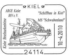 """La grúa situada en la popa del buque alemán """"Schwabenland"""" iza a bordo el hidroavión que va a transportar el correo"""
