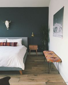 Minimalist Bedroom Design for Modern Home Decor - Di Home Design Modern Bedroom Decor, Stylish Bedroom, Home Bedroom, Summer Bedroom, Gray Bedroom, Bedrooms, Bedroom Wall, Bench In Bedroom, Scandinavian Bedroom