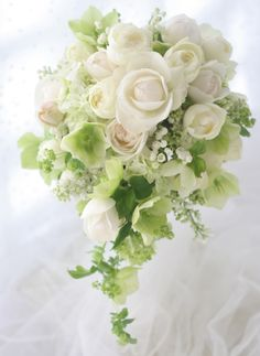 スズランのリストレット と フェアビアンカのセミキャスケードブーケ Cascading Wedding Bouquets, Summer Wedding Bouquets, Cascade Bouquet, Bride Bouquets, Bridal Flowers, Flower Bouquet Wedding, Bridesmaid Bouquet, Floral Bouquets, Floral Wedding
