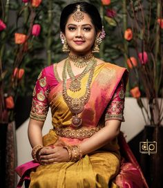 Check out all the bold and beautiful bridal jewellery inspirations here from the brand New ideas fashions. Bridal Sarees South Indian, South Indian Bridal Jewellery, Indian Bridal Outfits, Indian Bridal Fashion, Indian Bridal Wear, Bridal Jewelry, Wedding Saree Blouse Designs, Half Saree Designs, Wedding Silk Saree