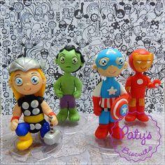Kit com 4 Miniaturas colecionáveis dos Vingadores: Thor, Capitão América, Hulk e Homem de Ferro. <br> <br>Produto sob encomenda. Valor unitário. <br>Material: biscuit; base acrílica redonda. Altura : 12cm <br> <br>Antes de encomendar, não esqueça de conferir as políticas da loja (http://www.elo7.com.br/patysbiscuit/politicas ), e de entrar em contato para consultar disponibilidade na agenda!
