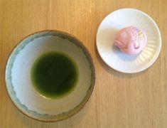 """<抹茶と和菓子>忙しい毎日、お茶室に足を運ぶことは難しくても、盆手前(略手前)であれば、どこでも一服のお茶を飲むことができます。日本人の究極のティータイム。写真の菓子は青山の菓匠「菊家」の""""招福""""。菊家さんは季節限定の生菓子も楽しいものがいろいろ。【GINZA編集長 中島敏子】  http://lexus.jp/cp/10editors/contents/ginza/index.html  ※掲載写真の権利および管理責任は各編集部にあります。LEXUS pinterestに投稿されたコメントはLEXUSの基準により取り下げる場合があります。"""