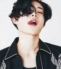 he lowkey looks like baekhyun Korean Boys Ulzzang, Cute Korean Boys, Korean Men, Ullzang Boys, Hot Boys, Beautiful Boys, Pretty Boys, Beautiful People, Hot Asian Men