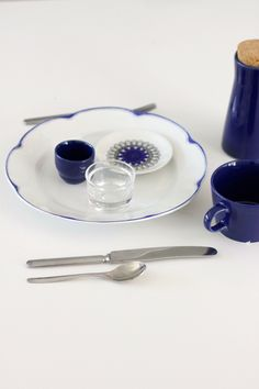 Sinivalkoista pöydässä / Blues and whites on the table Blues, Blue And White, Tableware, Dinnerware, Tablewares, Dishes, Place Settings