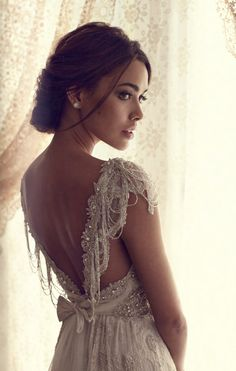 Can I be 25 again and choose this wedding dress? Anna Campbell Aisling dress #lace #vintage #wedding