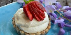 A classic recipe from one of our fave Byron Bay destinations. Sugar-free, gluten-free, dairy-free and raw vegan Coconut and Strawberry Tarts - I Quit Sugar Raw Vegan Desserts, Paleo Sweets, Sugar Free Desserts, Sugar Free Recipes, Healthy Desserts, Diabetic Sweets, Coconut Recipes, Raw Food Recipes, Sweet Recipes
