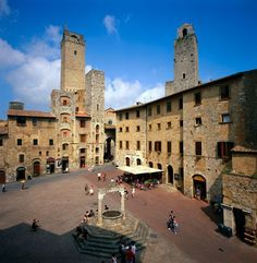 'San Gimignano delle belle Torri' is in Tuscany, 56 km south of Florence. It served as an important relay point for pilgrims travelling to or from Rome on the Via Francigena.