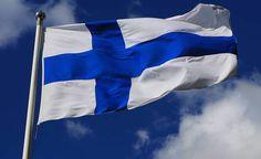Suomen lippu 28.05.1918 alkaen. Lipun suunnittelijat Eero Snellman ja Bruno Tuukkanen.