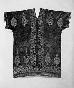 Evening Coat by Mariano Fortuny from 1920 in silk metal from The Metropolitan Museum of Art. Vintage Dresses, Vintage Outfits, Vintage Fashion, Flapper Style, Art Deco, Mode Vintage, Historical Clothing, Metropolitan Museum, Textiles