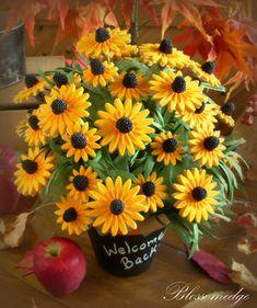 Black-Eyed Susan Cookie Bouquet · Edible Crafts