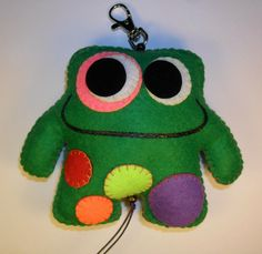 Big Green Monster, Felt Monster, Green Monsters, Diy For Kids, Needlework, Dinosaur Stuffed Animal, Pillows, Christmas Ornaments, Sewing