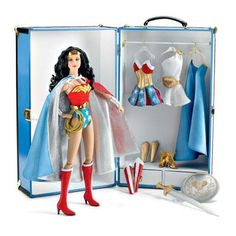 Tonner Wonder Woman trunk set - who needs Barbie?! XD