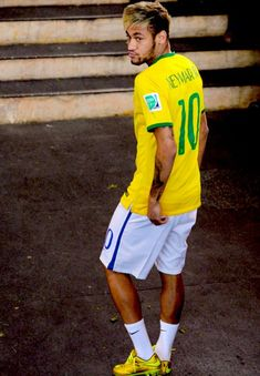 Find images and videos about brazil, football and brasil on We Heart It - the app to get lost in what you love. Neymar Football, Football Boys, Good Soccer Players, Football Players, Lionel Messi, Neymar Jr Wallpapers, Neymar Brazil, Neymar Pic, Boyfriend Pictures