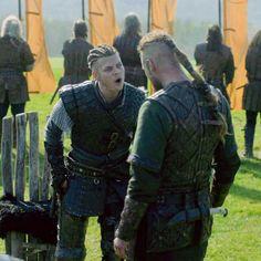 Ivar vs Ubbe #vikings Ivar Vikings, Vikings 2, Vikings Tv Show, Lagertha, Ragnar Lothbrok, Sons Of Ragnar, Ivar The Boneless, Alex Hogh Andersen, Tv Series