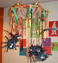 Herfstknutsels Halloween, Rabbit, Ceiling Lights, Crafts, Spider, Rain, Bunny, Rabbits, Manualidades
