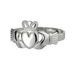 Irish Claddagh Ring in Sterling Silver or Gold. Unique gifts for women. Looking for the perfect gift for a wife, girlfriend, sister, daughter or friend? Get her a beautiful gift created in Ireland.