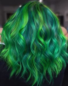 Looking for some green hair inspiration? Here are 17 of the prettiest, edgiest green hair color ideas in the world. Green Hair Streaks, Green Hair Ombre, Emerald Green Hair, Mint Green Hair, Ombre Hair, Violet Hair, Vivid Hair Color, Green Hair Colors, Color Your Hair