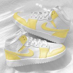 Dr Shoes, Cute Nike Shoes, Swag Shoes, Cute Nikes, Nike Air Shoes, Hype Shoes, Retro Nike Shoes, Nike Air Jordans, Shoes Cool