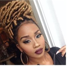 Seductive Honey Blonde Hairstyles to Inspire Your Next Look – New Natural Hairstyles Faux Locs Blonde, Ombre Faux Locs, Honey Blonde Hair, Faux Dreads, Blonde Braids, Faux Locs Hairstyles, New Natural Hairstyles, Natural Hair Styles, Short Hair Styles