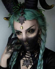 Simple Eye Makeup Tutorial Step By Step Instructions. Health – Make Up for Beginners & Make Up Tutorial Demon Makeup, Dark Makeup, Sfx Makeup, Cosplay Makeup, Costume Makeup, Makeup Art, Demon Costume, Dark Fantasy Makeup, Witch Makeup