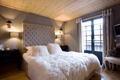 Natural Wood Ceilings gefunden auf http://www.idesignarch.com/small-apartment-with-natural-wood-elements/
