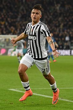 Paulo Dybala of Juventus FC celebrates after scoring the opening goal during the Serie A match between Juventus FC and US Sassuolo Calcio at Juventus. Juventus Players, Juventus Fc, Football Boys, Soccer Boys, Juventus Wallpapers, Cr7 Junior, Football Players, Messi, Ronaldo