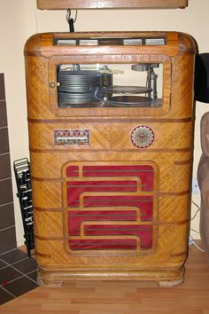 1938 Wurlitzer Model 616 Juke Box.