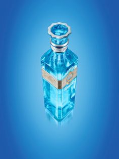 Bombay Sapphire Distillery, Laverstoke Mill Limited Edition Bottle & Imagine What You Can Discover Giftbox on Packaging of the World - Creat...