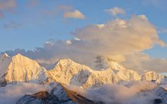 Kangding Mt. Pass, Sichuan, China,  - photo by Lwjiou