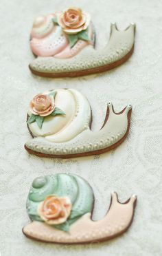 Shiny Snail cookies by Lucy (Honeycat Cookies)