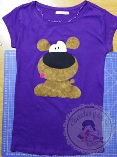 Camiseta con aplicación de un perrito.