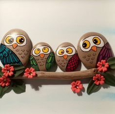 ▷ 1001 + Ideen und Bilder zum Thema Eule basteln mit Kindern small brown stones painted on a branch Rock Painting Patterns, Rock Painting Ideas Easy, Rock Painting Designs, Pebble Painting, Pebble Art, Stone Painting, Owl Crafts, Crafts For Kids, Arts And Crafts