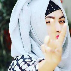 Angel saru ❤️ Cute Muslim Couples, Muslim Girls, Hijabi Girl, Girl Hijab, Hijab Makeup, Hijab Dpz, Modern Hijab, Hijab Fashionista, Muslim Beauty