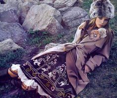 Russian culture has always inspired famous designers (Christian Lacroix, Louboutin, Chanel) for creation of fantastic outfits, jewelry, headpieces and I think Folk Fashion, Ethnic Fashion, Modern Fashion, Fashion Design, Russian Beauty, Russian Fashion, Russian Style, Style Outfits, Fashion Outfits