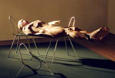 jerzy fober, lekcja anatomii, 1997, drewno, metalowe konstrukcje krzeseł