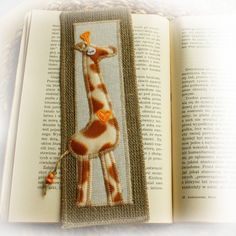 Bookmark Bookmark Ideas, Tablerunners, Giraffes, Art Club, Nice Things, Fabric Crafts, Bookmarks, Quilting, Craft Ideas