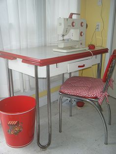 sewing table My Grandma had a table just like this. Her Kitchen was very small. This really brings back good memories. Retro Kitchen Tables, Kitchen Tops, Red Kitchen, Vintage Kitchen, Kitchen Ideas, Kitchen Retro, Retro Table, Retro Kitchens, Kitchen Ware