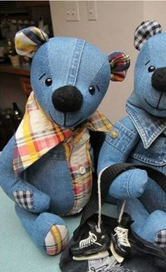 baby teddy bear Do you have some old jeans lying somewhere? You can make some adorable teddy bears using old jeans. They are nice handmade gifts for your kids or someone Sewing Toys, Sewing Crafts, Sewing Projects, Artisanats Denim, Denim Shirts, Denim Purse, Denim Fabric, Distressed Denim, Teddy Bear Sewing Pattern