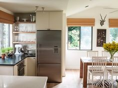 Um, hello, gorgeous. This kitchen is oh so chic! #style #home #dreaming  Courtesy of Lauren Liess!