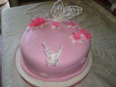 torta de cumpleaños con bizcochuelo de vainilla  - frutilla