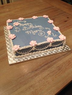 Aunty Mary's birthday cake New square pan with straight sides-very professional! And new colours from Goldas Baking supplies. Note to Self: you need to practice garlands!!!
