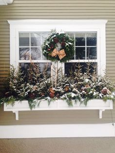 Cheap Easy Fall Window Boxes Ideas – Decorating Ideas - Home Decor Ideas and Tips Winter Window Boxes, Christmas Window Boxes, Christmas Planters, Christmas Porch, Outdoor Christmas, Fall Planters, Christmas Ideas, Window Planters, Planter Boxes