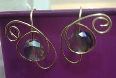 Aretes de cristal originalmente engarzados.